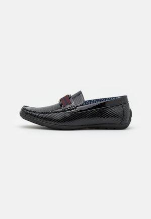 THROO - Nazouvací boty - black