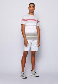 BOSS ATHLEISURE - Print T-shirt - grey - 1
