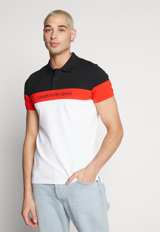 COLOR BLOCK - Polo - bright white/fiery red/black