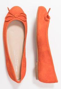 Brenda Zaro Wide Fit - WIDE FIT CARLA - Ballet pumps - naranja tostado - 3