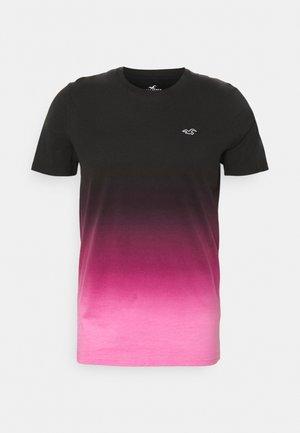CREW OMBRE - Print T-shirt - black/pink