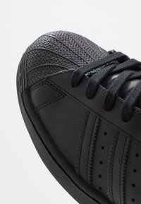adidas Originals - SUPERSTAR - Sneakers basse - core black - 5