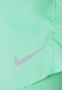 Nike Performance - 10K SHORT - Sportovní kraťasy - green glow/wolf grey - 4