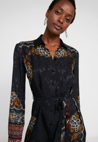Desigual - VEST SUAM - Košilové šaty - black - 4