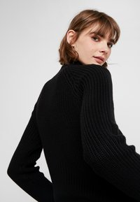 Noisy May - NMSIESTA HIGH NECK CROPPED - Neule - black - 3