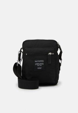 CASH CARRY BAG - Across body bag - black