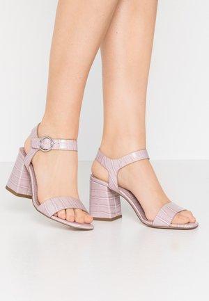 SCORPIO CROC  - Sandály - lilac