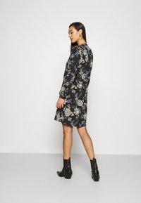 Vero Moda - VMSAGA - Košilové šaty - black/cassandra - 2