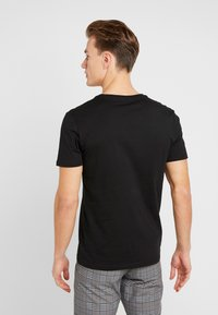 Pier One - 5 PACK - T-shirts basic - black - 3