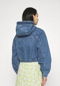 BDG Urban Outfitters - LEA PATCH POCKET CROP JACKET - Denim jacket - dark vintage - 2