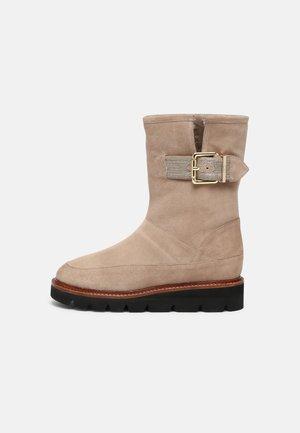 MARY'S PARK - Platform boots - ivory
