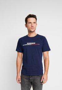 Napapijri - SASTIA  - Camiseta estampada - medieval blue - 0