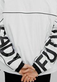 Bershka - Välikausitakki - white - 3