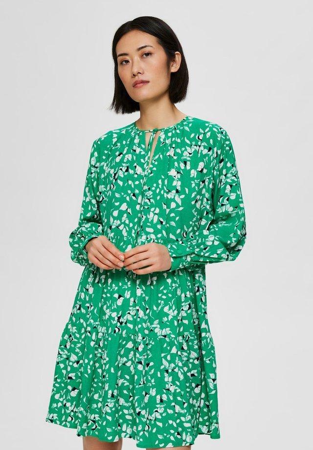 Vestido informal - bright green