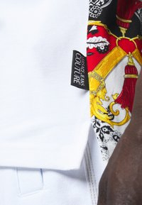 Versace Jeans Couture - PRINT BELT PAISLEY - Polo shirt - rosso - 4