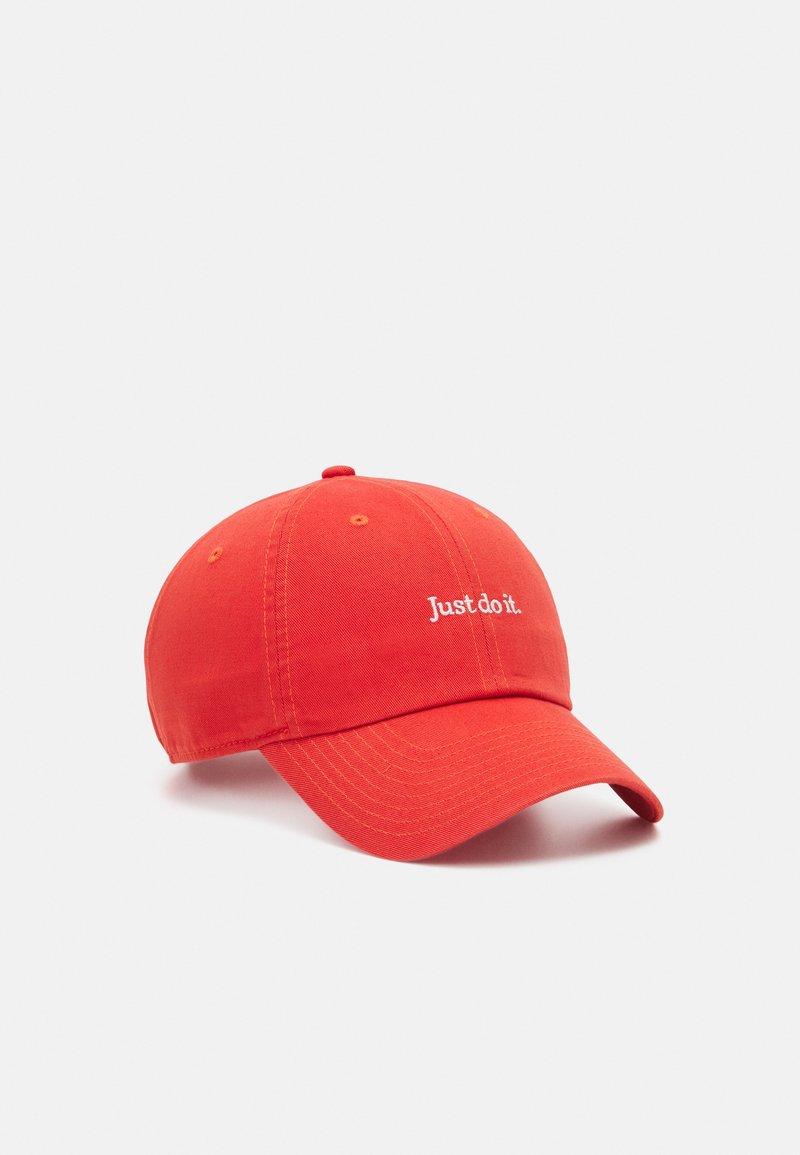 Nike Sportswear - UNISEX - Lippalakki - turf orange
