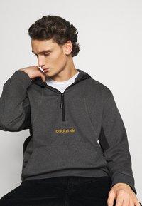 adidas Originals - FIELD HOODY - Sweat à capuche - dark grey - 3