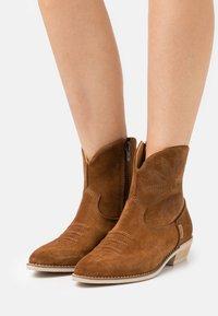 Greyder Lab - Cowboy/biker ankle boot - cognac - 0