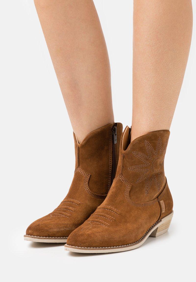 Greyder Lab - Cowboy/biker ankle boot - cognac