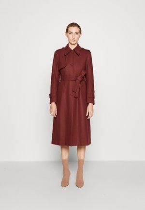 NADJA - Klasický kabát - sienna