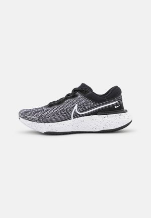 ZOOMX INVINCIBLE RUN - Neutral running shoes - white/black