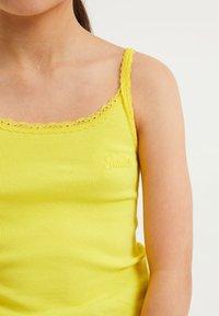 WE Fashion - MIT SPITZE - Top - bright yellow - 2