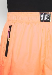 Nike Sportswear - Shorts - atomic orange/black - 3