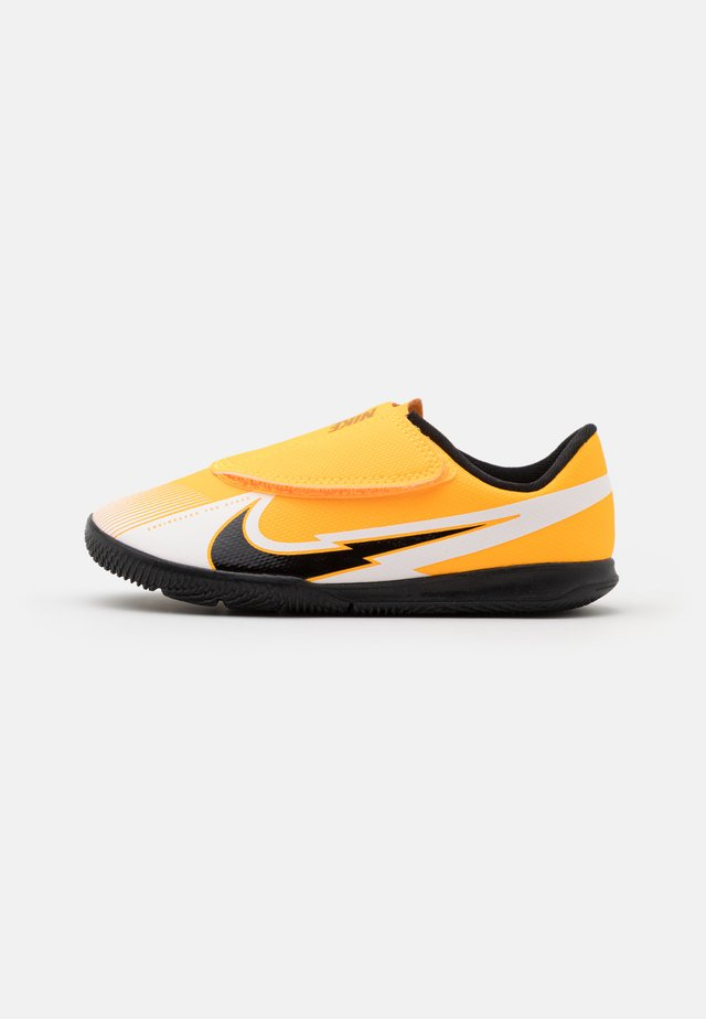 MERCURIAL VAPOR 13 CLUB IC UNISEX - Fotballsko innendørs - laser orange/black/white