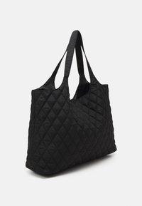 Pieces - PCDOLLI WEEKEND BAG - Weekend bag - black - 1