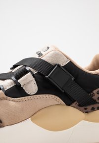 mtng - MAXI - Sneakers - piedra/miami - 2