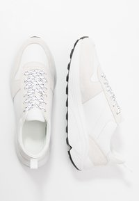 CLOSED - Trainers - white - 1