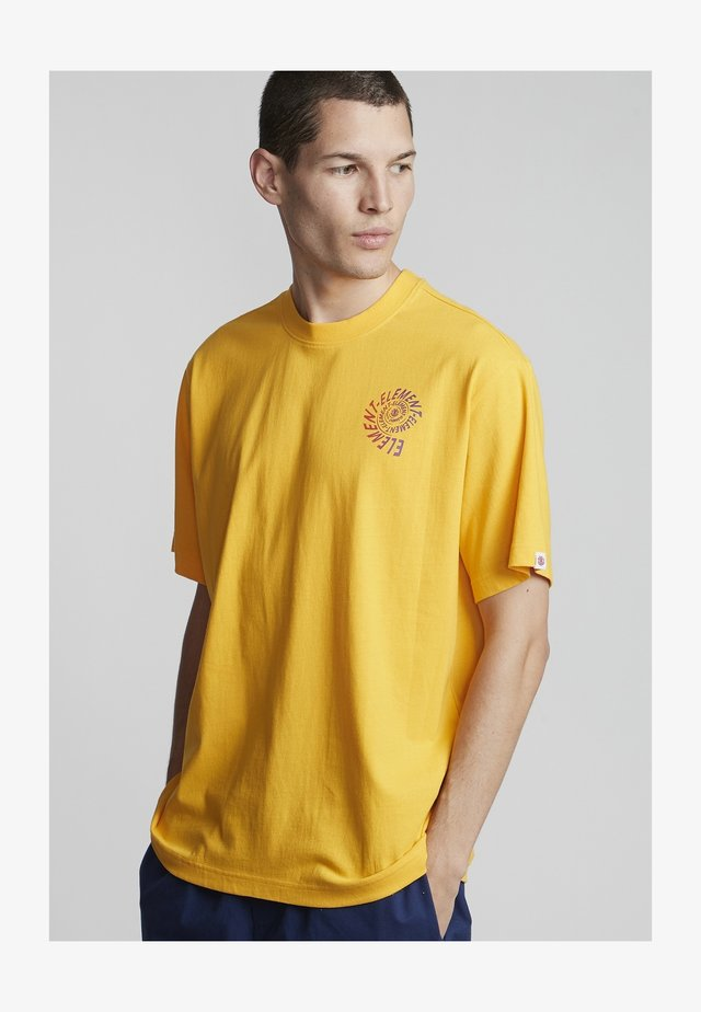 FRISCO  - Print T-shirt - gold