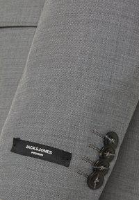 Jack & Jones PREMIUM - JPRSOLARIS - Veste de costume - light grey melange - 2