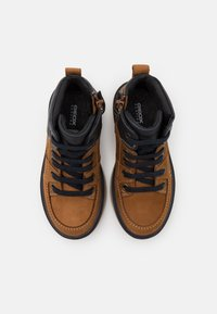 Geox - RIDDOCK BOY WPF - Šněrovací kotníkové boty - brown/navy - 3