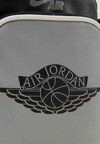 Jordan - FESTIVAL - Across body bag - shadow - 3