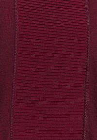 Nike Performance - AEROADAPT - Camiseta estampada - dark beetroot/metallic silver - 4