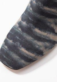 By Malene Birger - LYLA - Pantofle na podpatku - dark grey - 2