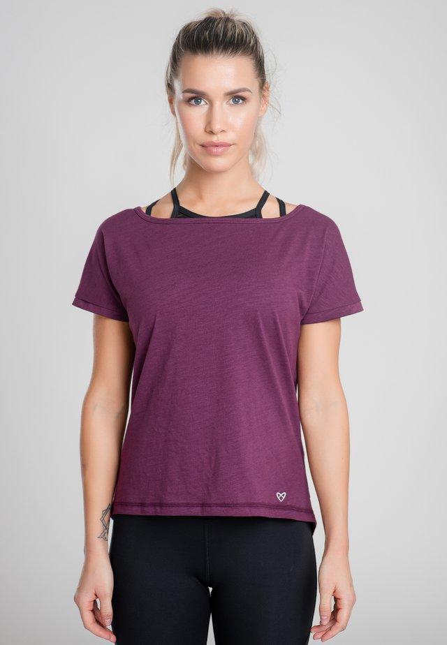 T-shirt print - plum