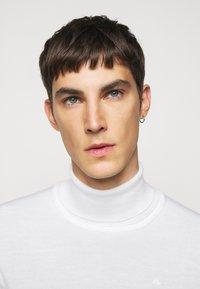 J.LINDEBERG - LYD - Stickad tröja - cloud white - 5