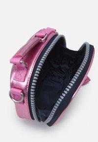Tommy Jeans - HERITAGE NANO BAG - Kabelka - pink - 2
