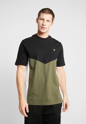 MULTI PANEL - Basic T-shirt - true black/olive
