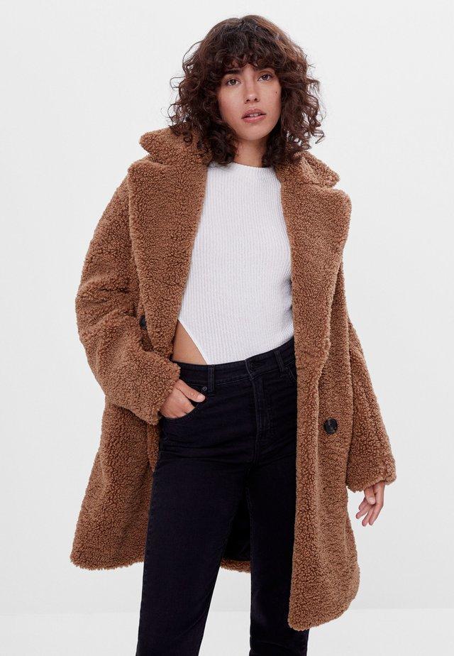 MIT LAMMFELLIMITAT - Winter coat - ochre