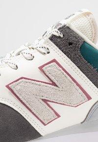 New Balance - ML574 - Sneakers - grey/green - 5