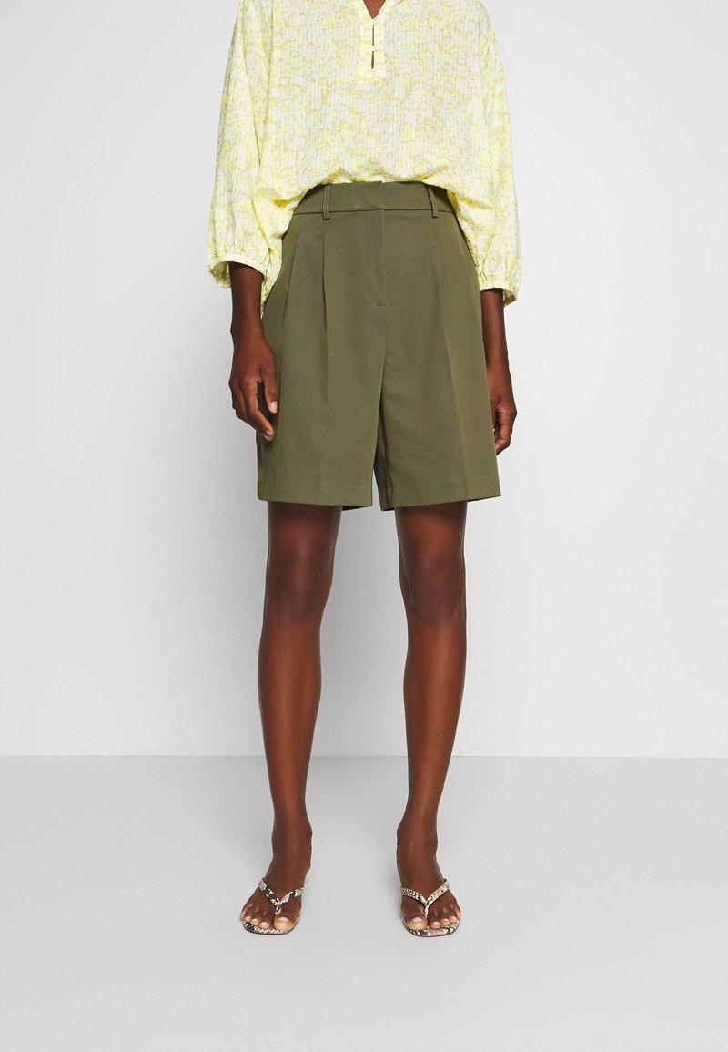 NAF NAF - COMODO - Shorts - vert kaki