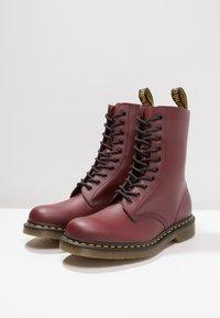 Dr. Martens - ORIGINALS 1490 10 EYE BOOT - Veterlaarzen - cherry red - 2
