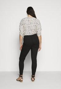 Missguided Plus - LAWLESS SLASH KNEE HIGHWAISTED SUPERSOFT - Jeans Skinny Fit - black - 2