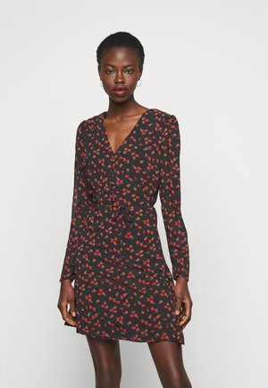 HALF BUTTON TEA DRESS FLORAL - Skjortekjole - black