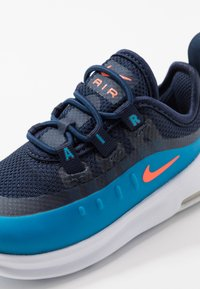 Nike Sportswear - AIR MAX AXIS - Instappers - midnight navy/hyper crimson/laser blue - 2
