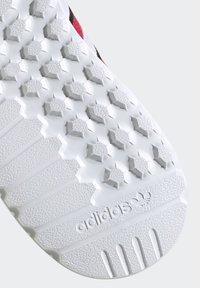 adidas Originals - LA TRAINER LITE SHOES - Sneakers laag - pink - 7