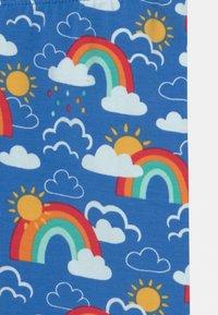 Frugi - LIBBY PRINTED RAINBOW SKIES - Leggings - Trousers - blue - 2